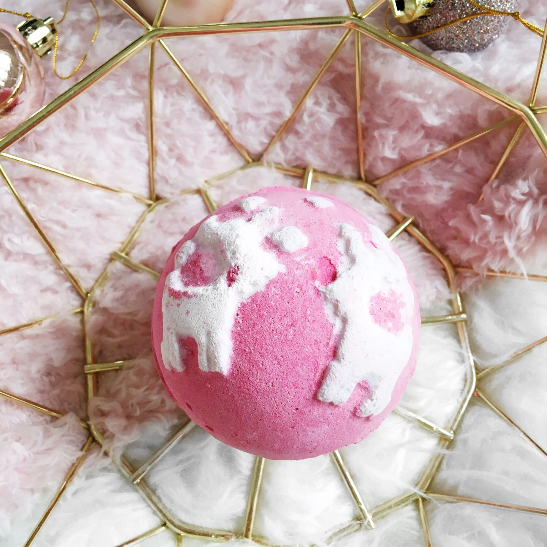 Blogmas Day 10: Lush Christmas Sweater Bath Bomb Review